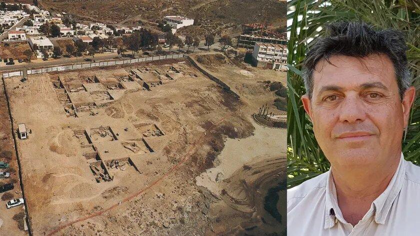 Vista publicada en la revista Axarquía de las excavaciones en Baria en 2004. El solar de Villaricos S.L. estaba fuera de la valla.