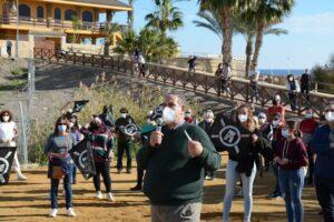 Baria Villaricos Unas 200 personas se han manifestado hoy contra la edificación de 24 viviendas en el enclave